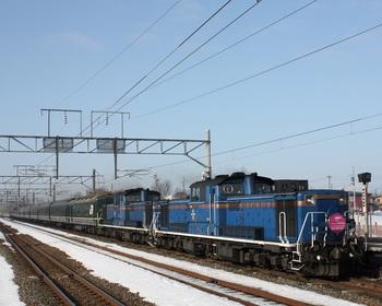 下り8001列車沼ノ端駅通過.jpg